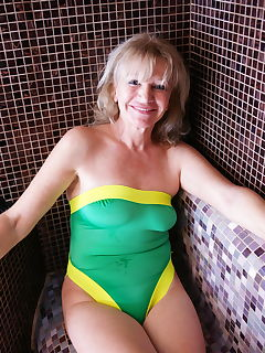 Real homemade amateur mature women-pics and galleries